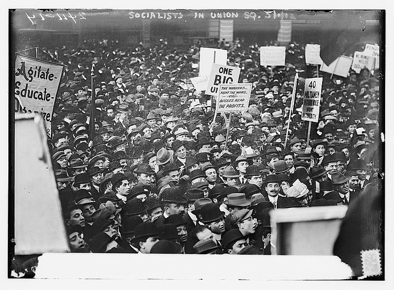 800px-Socialists_in_Union_Square